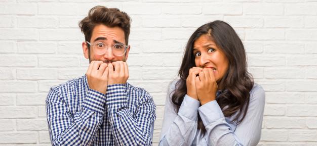 Nous devons reporter notre mariage : au secours !